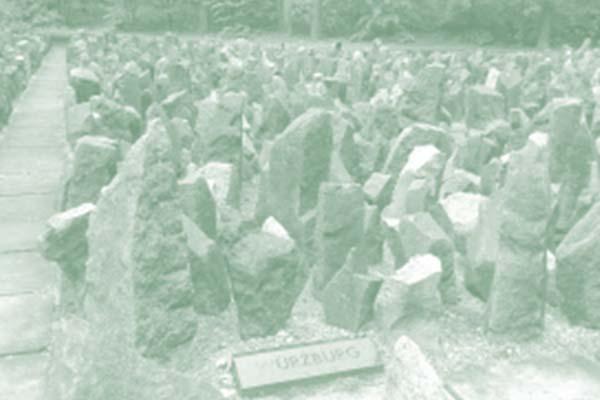 Teilansicht Gedenkstätte im Wald von Bikernieki, Riga, eröffnet November 2001; Foto: Pechtl